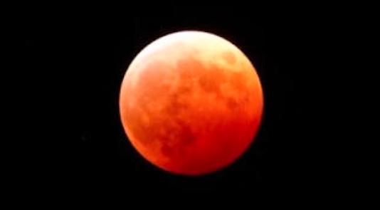 今夜は赤い月